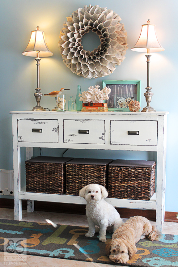 Upcycling give new life to old furniture pfister for Foyer decorating ideas table