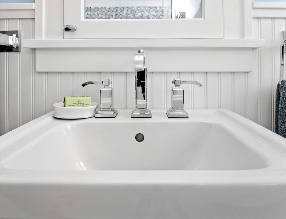 10 Tips For Decorating Around A Pedestal Sink